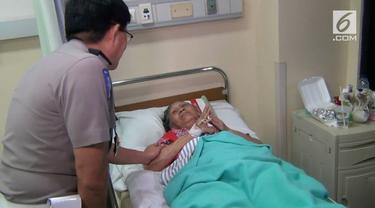 Kakorlantas Polri Irjen Royke Lumowa mengunjungi para korban kecelakaan bis maut, di Rumah Sakit Umum Tangerang Selatan.