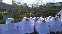 Tiga siswa SMA 30 Garut yang pingsan baru dua minggu masuk sekolah. (Liputan6.com/Jayadi Supriadin)