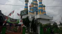 Tak hanya kubah warna-warni menjulang tinggi yang menarik perhatian, proses pembangunan masjid ala Istana Kremlin itu juga unik. (Liputan6.com/Yanuar H)