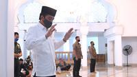 Presiden Jokowi salat Jumat di Masjid Istana Kepresidenan dengan protokol kesehatan. (Dok Setpres)