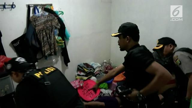 Kampung Ambon digerebek oleh polisi. 6 orang ditangkap polisi karena kedapatan menyimpan narkoba sabu.
