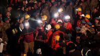 151 pekerja dikabarkan tewas dan ratusan penambang lainnya terperangkap di bawah tanah tambang batu bara di Soma, Turki, (14/5/2014). (REUTERS/Osman Orsal)
