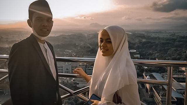 Ustaz Abdul Somad dan Fatimah Az Zahra (https://www.instagram.com/p/CPHoweYH7Ql/)
