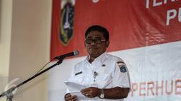 Plt Gubernur DKI Jakarta Sumarsono (Soni) memberi sambutan saat soft launching peresmian Terminal Bus Pulo Gebang Jakarta, Rabu (28/12). Terminal ini disebut-sebut sebagai yang terbesar se-Asia Tenggara. (Liputan6.com/Faizal Fanani)