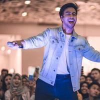 Sosok berdarah Tionghoa dan Minangkabau ini telah lama dikenal di dunia musik tanah air. Vidi dikenal memiliki suara yang unik dan merdu. (Liputan6.com/IG/@vidialdiano)