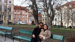 Resmi menjadi istri seorang komposer musik, Addie MS dan Memes menikah pada tanggal 13 September 1987 silam. Dari hasil pernikahnnya, dikaruniai dua putra yang tampan, Kevin dan Tristan.  (Liputan6.com/IG/memes605)