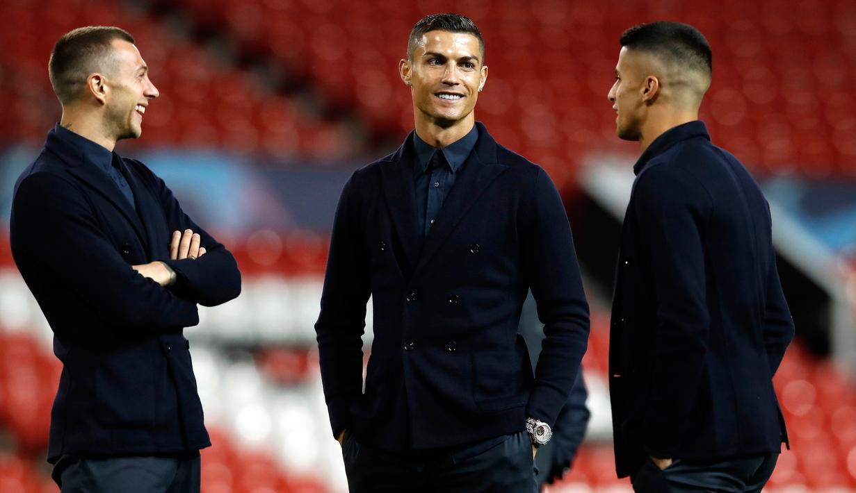 FOTO Cristiano Ronaldo Tampil Keren Di Old Trafford Bola