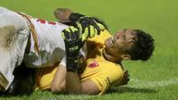 Penjaga gawang PSM Makassar, Hilman Syah menjadi pahlawan dengan menggagalkan 2 tendangan PSIS Semarang dalam drama adu penalti tersebut. (Foto: Bola.com/Arief Bagus)