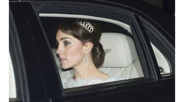 Kate memiliki kecantikan alami dan anggun, persis seperti aura dari Putri Diana.