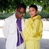 Kylie Jenner dan Travis   Scott menjadi model cover   majalah dan hal itu membuat   Tyga sangat menyesal. (SWAN GALLET/WWD/REX/SHUTTERSTOCK/HollywoodLife)