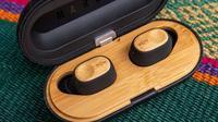 Earbud ramah lingkungan, Liberate Air, yang terbuat dari bambu (dok. Instagram @houseofmarley.id/https://www.instagram.com/p/COxIUPBN_9m/Dinda Rizky)
