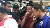 Kapten Sriwijaya FC Yu Hyun Koo menangis haru saat melihat dukungan dari para suporternya (Liputan6.com / Nefri Inge)