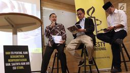 Ketua Komnas HAM, Ahmad Taufan Damanik (ki-ka), Direktur Relawan BPN Prabowo-Sandiaga, Ferry Mursyidan Baldan serta Direktur Relawan TKN Jokowi Amin, Maman Imanulhaqmemberi tanggapan atas 9 Agenda Prioritas HAM dari Amnesty International di Jakarta, Senin (15/4). (Liputan6.com/Helmi Fithriansyah)