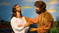 Apakah mereka penganut nasrani terganggu dengan penggambaran tokoh-tokoh injil di museum ini?