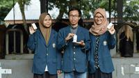 Tiga mahasiswa kreatif dari Undip, Muhammad Zainul Asror, Endah Wulandari, dan Tituk Suselowati nekad meneliti daun ubi jalar merah untuk membuat antiseptic herbal. (foto: Liputan6.com/dok.Tituk.edhie prayitno ige)