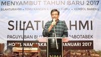 Cawagub DKI, Djarot Saiful Hidayat menyampaikan sambutan dalam acara silaturahmi di Jakarta, Minggu (8/1). Silaturahmi paguyuban Blitar Raya se-Jabotabek itudihadiri ratusan warga Blitar Raya yang tinggal di Jakarta. (Liputan6.com/Immanuel Antonius)