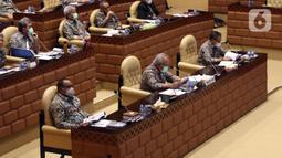 Menteri PUPR Basuki Hadimuljono (tengah) rapat kerja dengan Komisi V DPR RI di Senayan, Jakarta, Rabu (17/3/2021). Rapat membahas penanganan infrastruktur pascabencana dan pengembangan Food Estate dan Pembangunan Infrastruktur Ketahanan Pangan. (Liputan6.com/Angga Yuniar)
