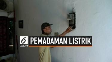Sebagian warga Bekasi masih mengalami pemadaman listrik. Pemadaman listrik ini sangat merugikan warga karena tidak ada pemberitahuan. Salah seorang warga pemilik depot air isi ulang megaku merugi hingga Rp 1 juta per hari.