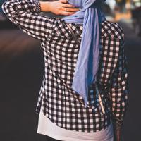Ilustrasi perempuan berhijab. (dok. unsplash.com/Asnida Riani)