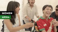 """Berita video momen pertemuan mengharukan vokalis band """"Mocca"""", Arina Ephipania, dengan penggemarnya seorang penyandang disabilitas di Asian Para Games 2018."""