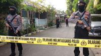 Polisi Gerebek rumah terduga teroris di Probolinggo. (Liputan6.com/Dian Kurniawan)