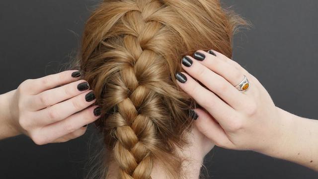 Cara Mengepang Rambut Sendiri yang Mudah dan Penuh Gaya! - Fashion ... 3f9906ab06