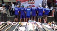 Polisi menangkap pelaku tawuran antargeng remaja di Kota Bogor, Jawa Barat. (Liputan6.com/Achmad Sudarno)