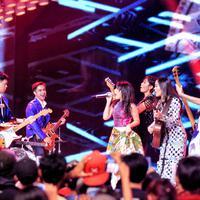 Young Girlz dan Young Gunz di malam puncak HUT SCTV ke-26. (Adrian Putra/Bintang.com)