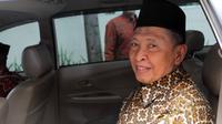 Mantan Ketum PPP Hamzah Haz seusai mendatangi gedung KPK, Jakarta, Senin (27/4/2015). Mantan wapres RI itu mengaku kedatangannya untuk menjenguk mantan Ketum PPP, Suryadharma Ali (SDA). (Liputan6.com/Helmi Afandi)