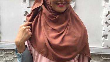 Tutorial Hijab Praktis Menutup Dada Syar I Dan Modis Fimela Fimela Com