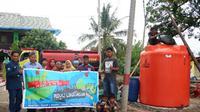 Masyarakat Pontang dan Tirtayasa mendapatkan bantuan air bersih dari PT Krakatau Industrial Estate Cilegon dan PT Krakatau Tirta Industri.