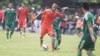 Selain pernah memperkuat Persib Bandung, Hilton Moreira, juga semoat bersitegang dengan ikon Persija, Ismed Sofyan. (Bola.com/Vitalis Yogi Trisna)