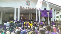 Ribuan mahasiswa menduduki kantor Wali Kota Bogor, Jalan Juanda, Kota Bogor, Jawa Barat. (Liputan6.com/Achmad Sudarno)