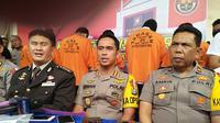 Polisi rilis para pelaku kasus perjokian tes CPNS lingkup Kemenkumham di Makassar (Liputan6.com/ Eka Hakim)