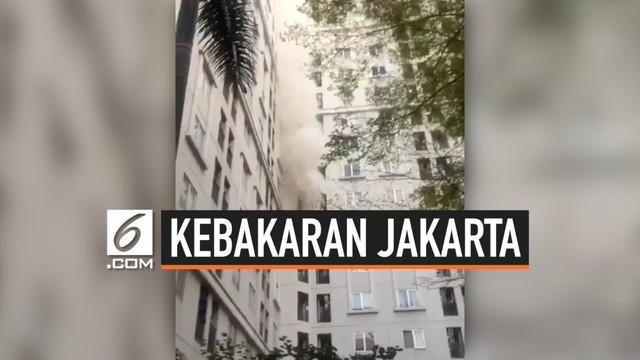Kebakaran terjadi di salah satu kamar di apartemen Kalibata City. Kebakaran sempat membuat panik penghuni apartemen, diduga kebakaran akibat korsleting listrik.