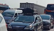 Kendaraan pemudik mulai padati tol Jakarta Cikampek.