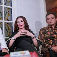Seperti diketahui, Reza Artamevia ditangkap satuan gabungan Polres Mataram dan Polres Lombok Barat pada Minggu (28/8/2016) malam. Ia ditangkap bersama guru spiritualnya, Gatot Brajamusti dan istri. (Adrian Putra/Bintang.com)