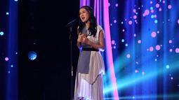 Tak hanya punya suara yang khas, gadis yang akrab disapa Keisya ini juga punya paras yang manis. Tak heran jika setiap penampilannya selalu bisa memukau para penonton. (Liputan6.com/IG/@keisyaidol)