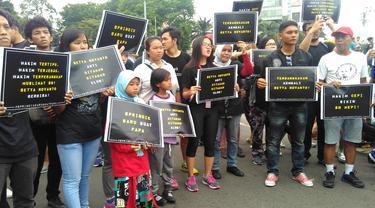 Puluhan Massa di CFD Suarakan Penolakan Bebasnya Setya Novanto