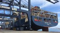 Bersandarnya kapal 'raksasa' berkapasitas 8.500 TEUs di Pelabuhan Tanjung Priok menjadi sejarah tersendiri bagi Indonesia.