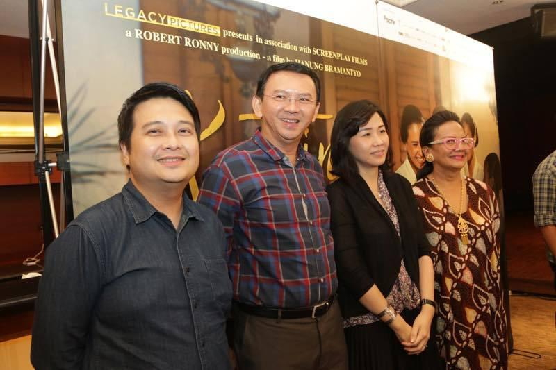 Ahok saat menyaksikan film Kartini. (Ruswanto/Bintang.com)