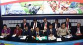 Menko Perekonomian Darmin Nasution bersama sejumlah menteri memberi keterangan pers RAPBN 2019 di Media Center Asian Games, JCC Jakarta, Kamis (16/8). Pemerintah akan menjaga laju inflasi tahun depan di level 3,5%. (Liputan6.com/Fery Pradolo)