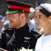 Meghan Markle tampil memukau dengan penampilannya saat menikah dengan Pangeran Harry, 19 Mei 2018 (AP Photo)