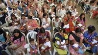 Menyambut Pekan ASI Sedunia yang berlangsung setiap 1-7 Agustus, ratusan ibu menyusui bayinya di Kolombia