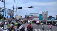 Perempuan di Padang melakukan aksi diam dalam momen Hari Perempuan Internasional 2021. (Liputan6.com/ Novia Harlina)