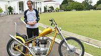 Kabar Presiden Jokowi membeli motor yang sempat viral di media sosial terbukti kebenarannya. Motor Chopper pesanan Jokowi tiba di Istana Bogor, Sabtu (20/1). (Instagram/sekretariat.kabinet)
