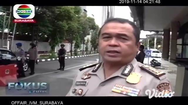Penjagaan sejumlah Mako Polisi di Jawa Timur, diperketat pasca ledakan bom di Polrestabes Medan. Di Polda Jatim, polisi memeriksa setiap kendaraan dan melarang ojek online masuk lingkungan Mapolda. Hal yang sama dilakukan di Polres Situbondo.