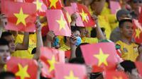 Penonton memadati pertandingan Pho Hien FC and Thanh Hoa FC. (AFP)