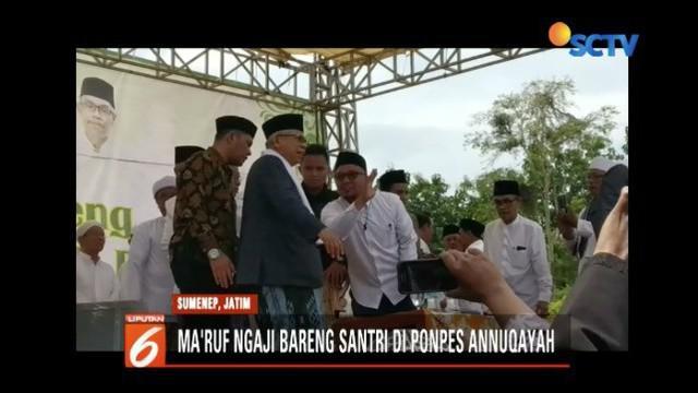 Ma'ruf Amin bagikan ijazah kitab dan ngaji bareng santri di Pondok Pesantren Annuqayah, Madura, Jawa Timur.