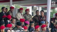 Mantan Danjen Kopassus, Prabowo Subianto menghadiri peringatan HUT ke-67 Komando Pasukan Khusus (Kopassus) di Cijantung, Jakarta Timur, Rabu (24/4/2019). Acara itu juga dihadiri oleh para kepala staf TNI, dan Panglima TNI Marsekal TNI Hadi Tjahjanto. (Liputan6.com/Faizal Fanani)